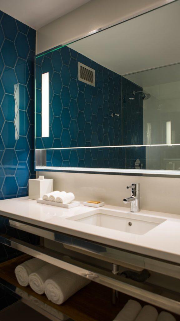 auabr-bathroom-0160-ver-wide