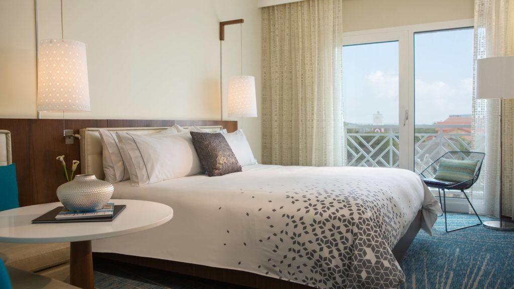 auabr-guestroom-0183-king-wide
